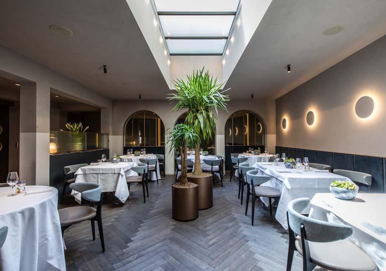 Parquet a spina di pesce: rovere posato all'italiana per il ristorante più antico di Udine
